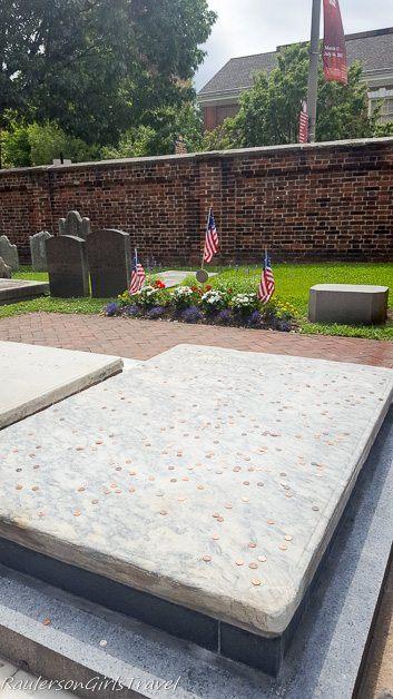Benjamin Franklin's tombstone at Christ Church Graveyard