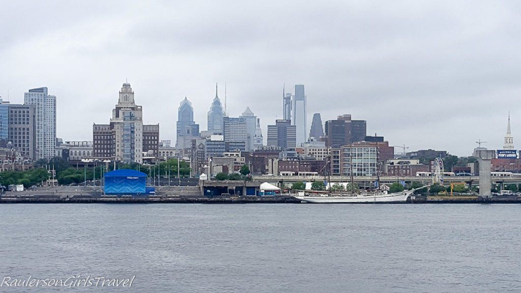 Philadelphia city skyline - Spend a fun afternoon in camden nj