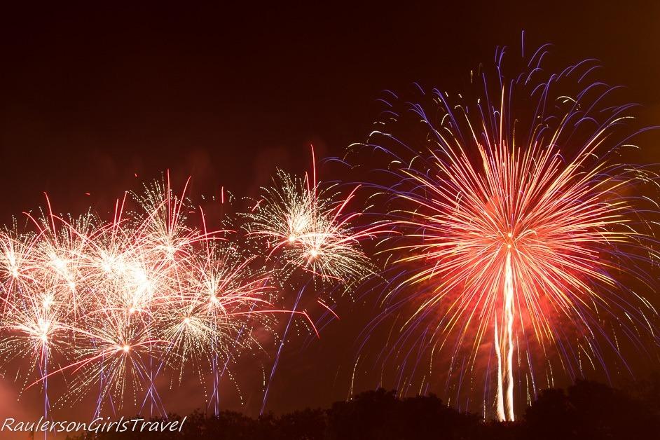 WaWa Welcome America 4th of July Fireworks Display - Celebrate America's Birthday