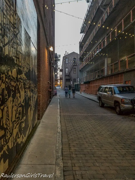 Dead Man's Alley on the Memphis Walking Ghost Tour - unique thing to do in Memphis