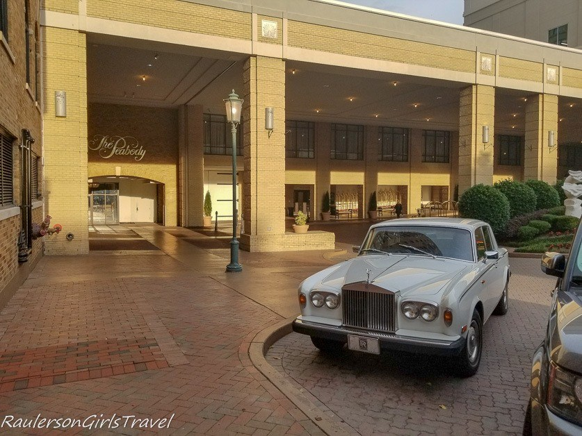 A Rolls Royce at the entrance of the Peabody Hotel