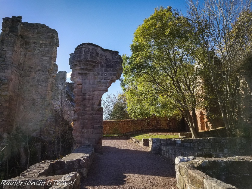 Rosslyn Castle ruins