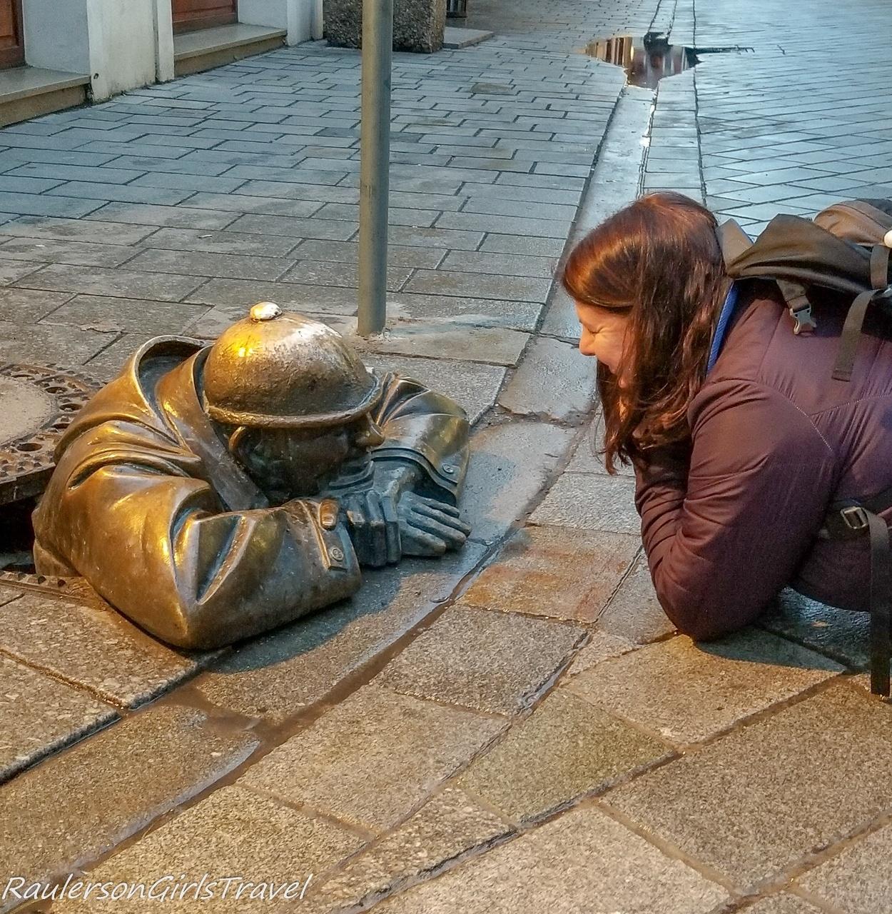 Heather with Cumil, Bratislava statue