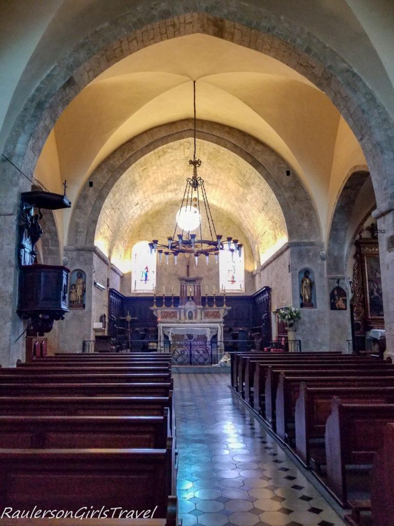 inside Collegiate Church