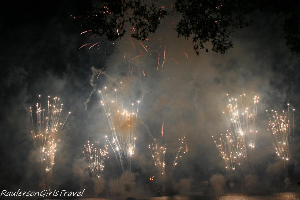 Illuminations fireworks explosion