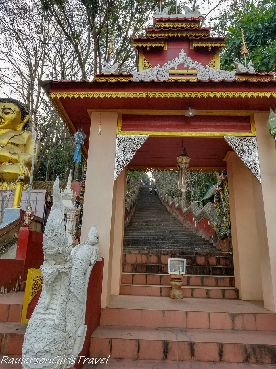 Steep Staircase to Wat Phra That Doi Wao Temple - Things to do at Mae Sai border