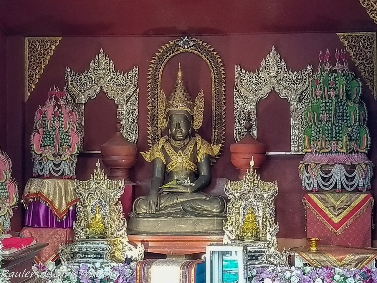 Buddhist shrine at Scorpion Temple 2