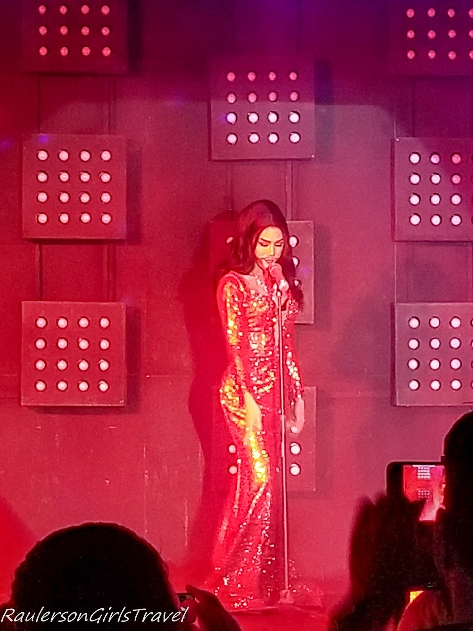 Solo Cabaret lipsync performance