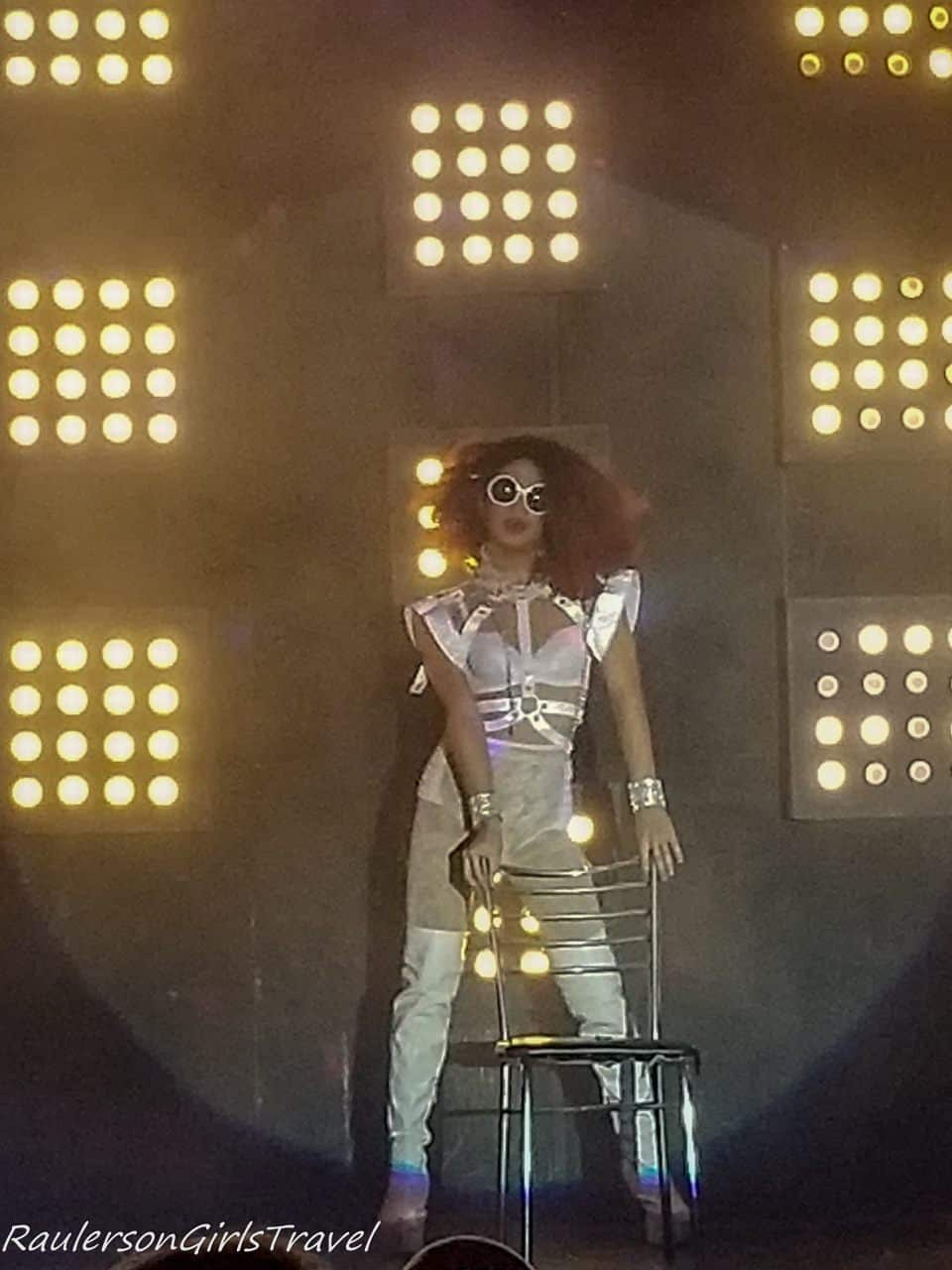 Cabaret Rihanna performer