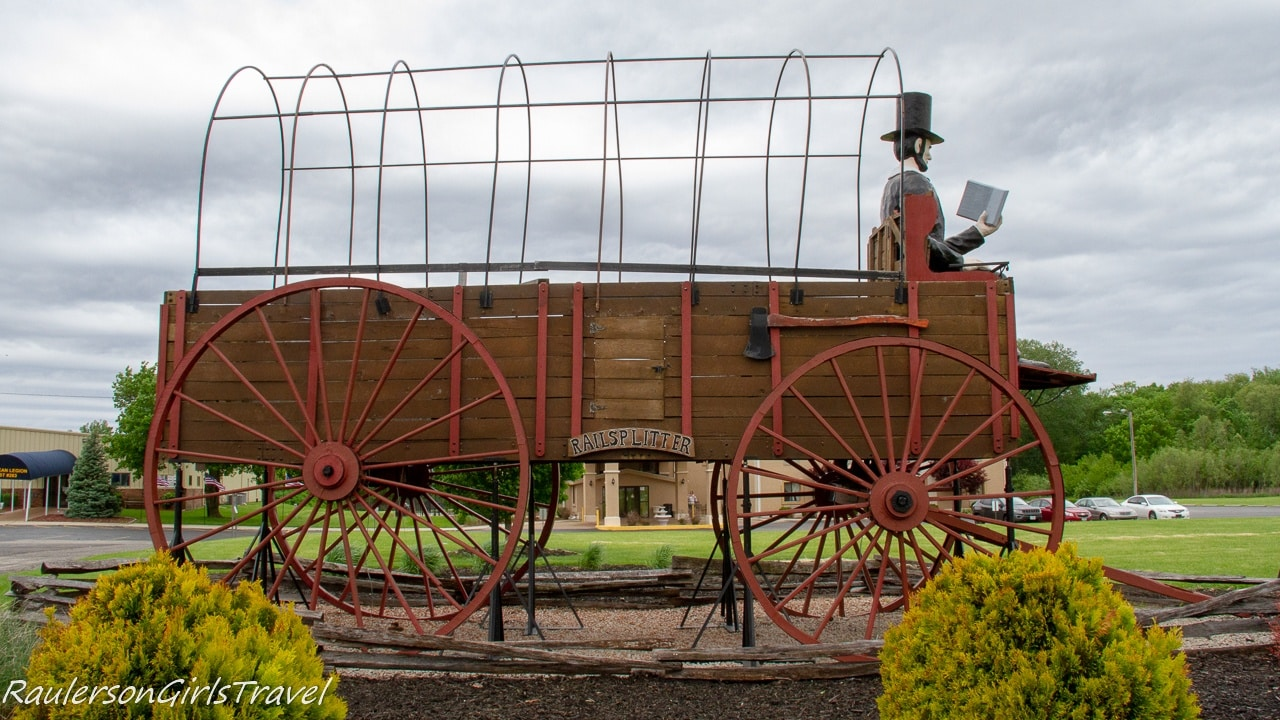 Covered Wagon in front of Best Western Lincoln Inn