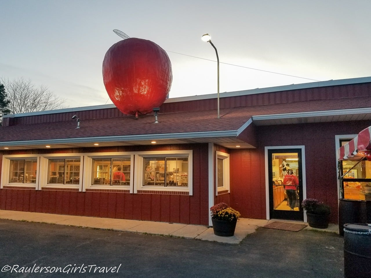 Blake's Big Apple Cider Mill - Michigan Cider Mills