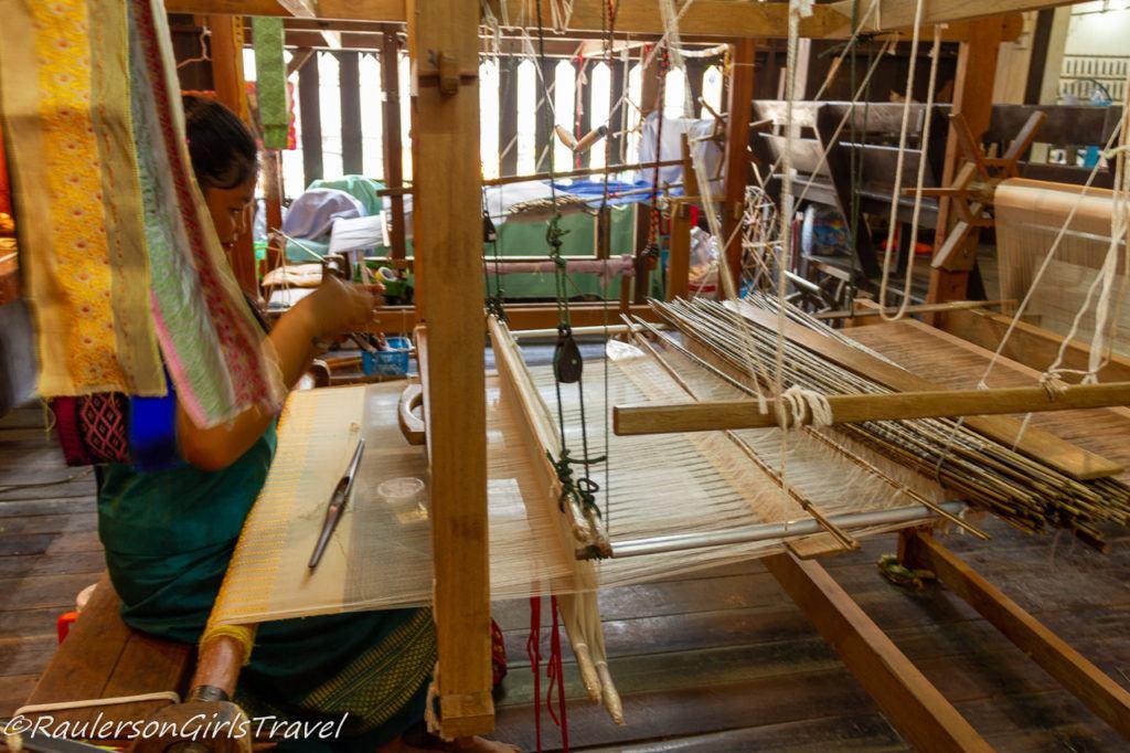 Weaving the silk threads