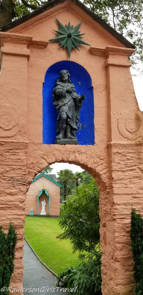 Archway with Roman statue in Portmeirion