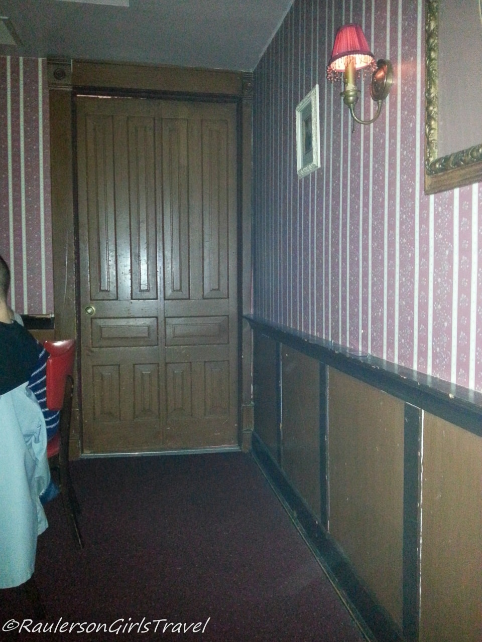 Streak of light during seance - Holly Hotel Haunted