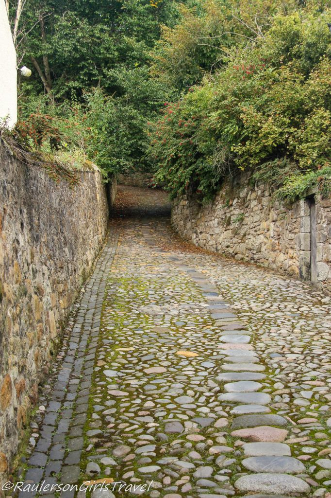 Cobbled stone street in Culross