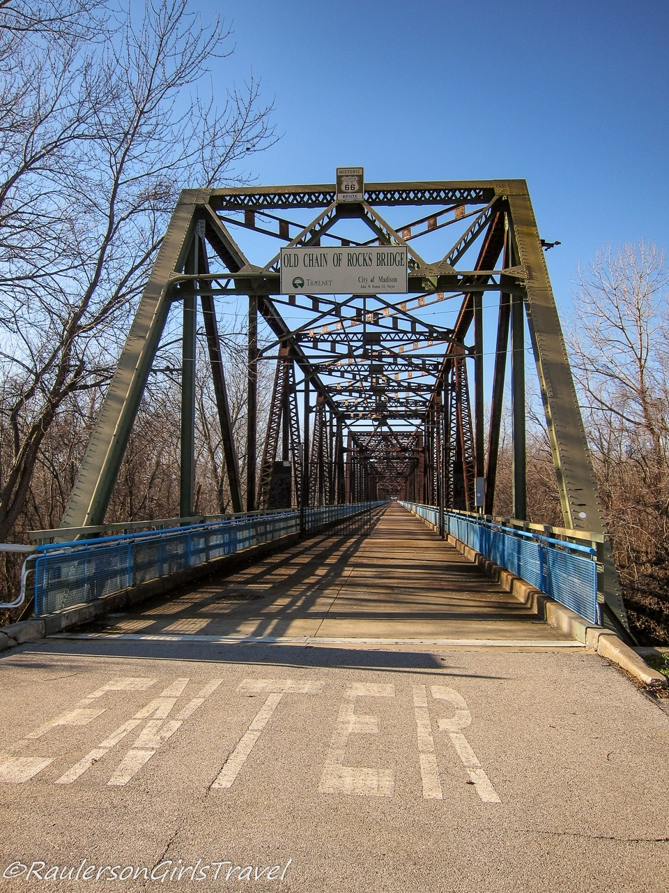 Entrance to Old Chain of Rocks Bridge