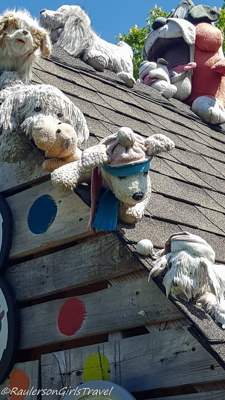 Stuffed animals on roof at the Heidelberg Project