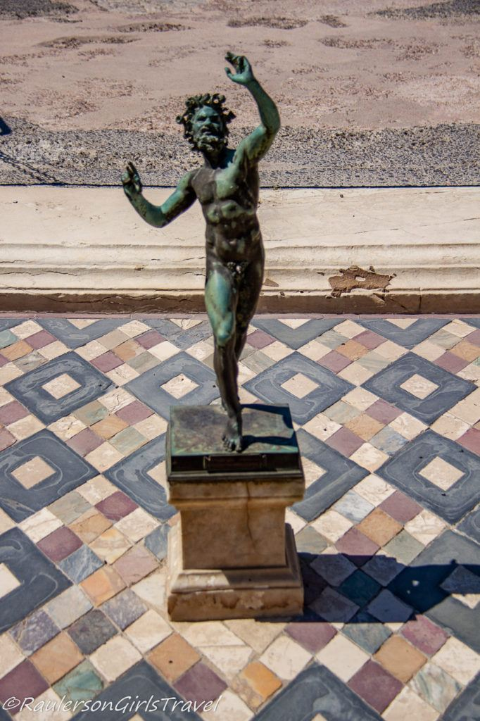 Statue in the House of Faun