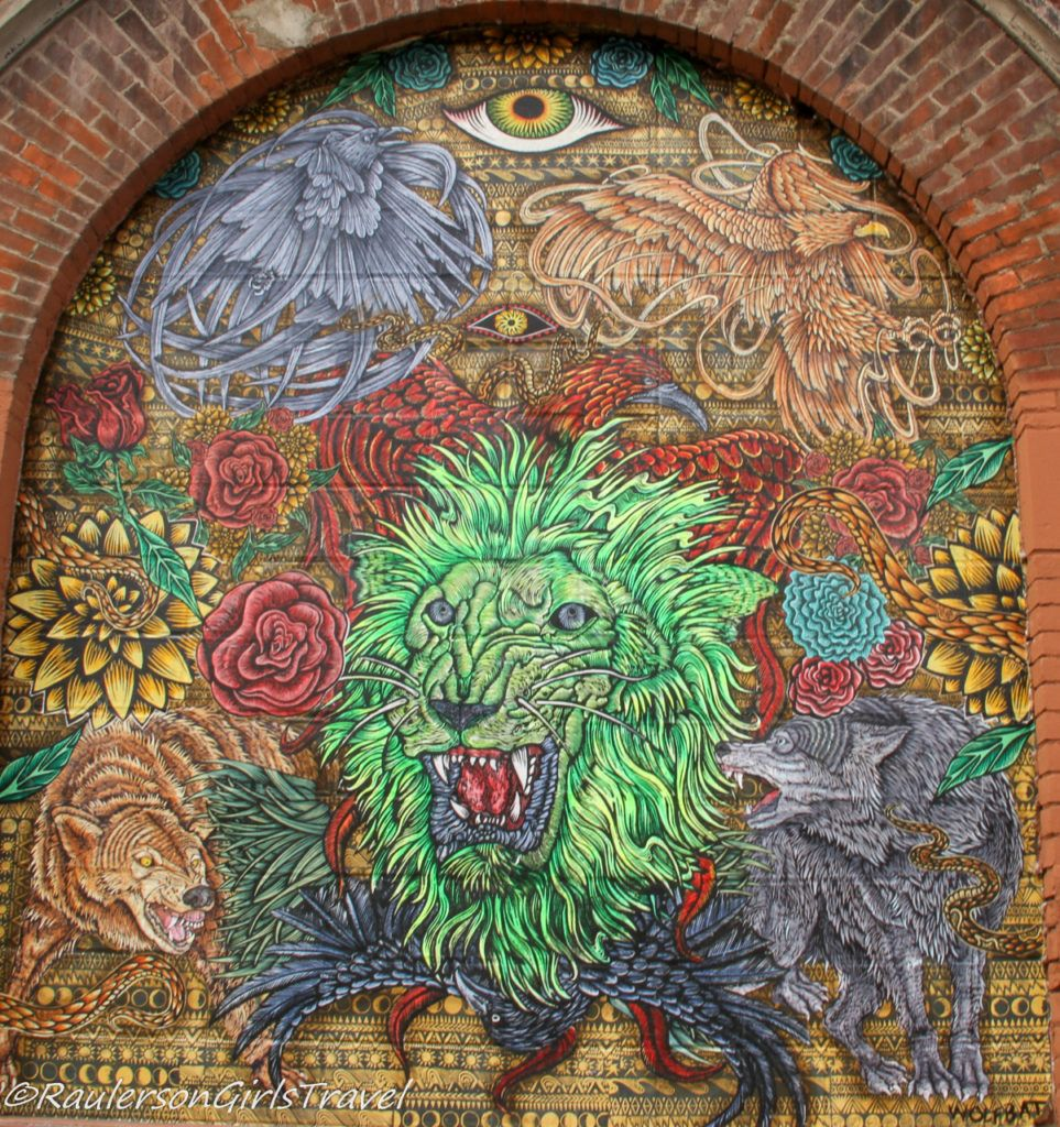 2019 Murals in the Market - lion and wolves