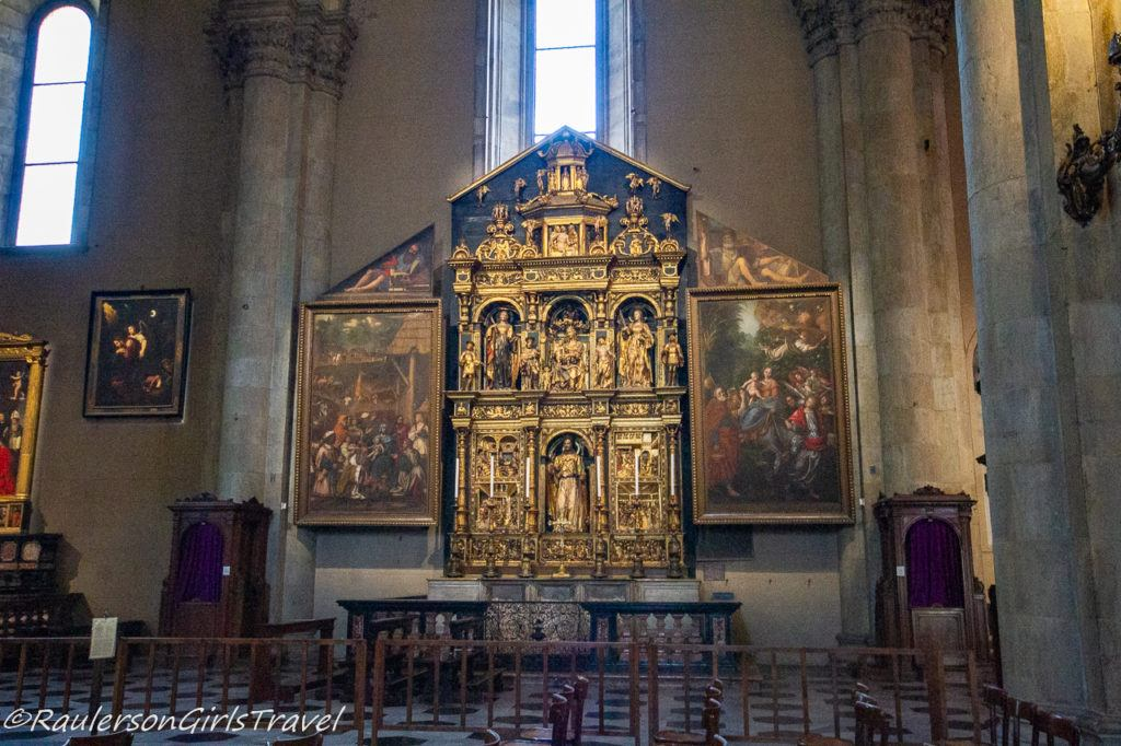 Screens inside the Cathedral of Como - things to do in Lake Como