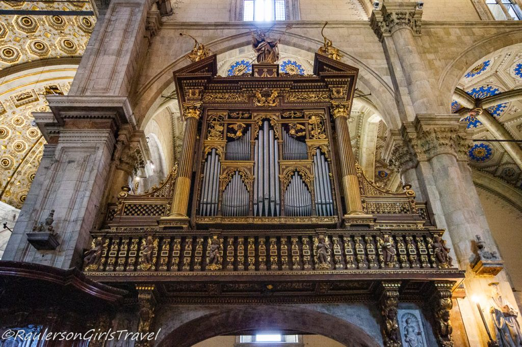 Organ inside the Cathedral of Como