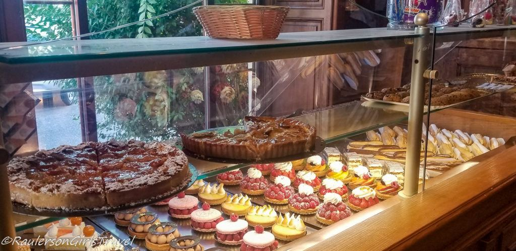 Pastry Choices for Bread at Au Pain de Mon Grand-Pere