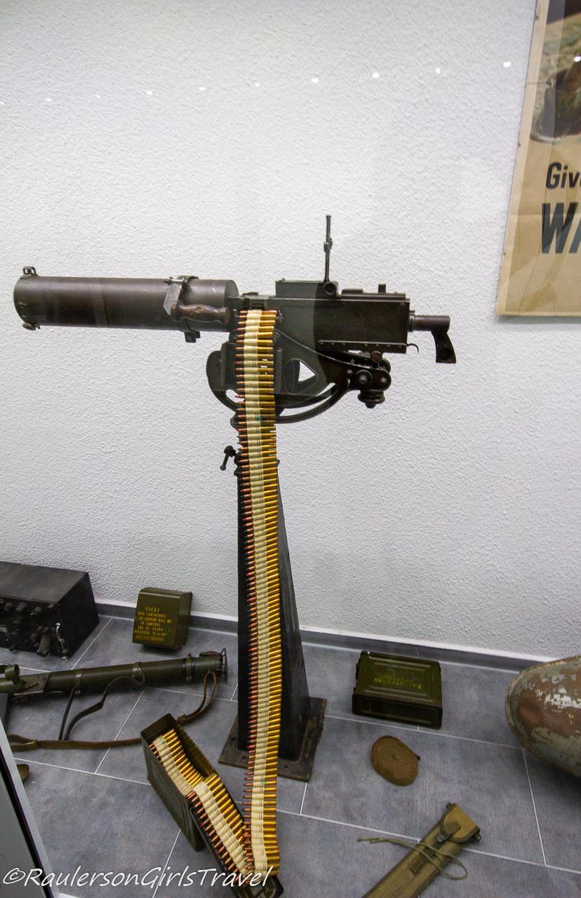 Machine gun with bullets display
