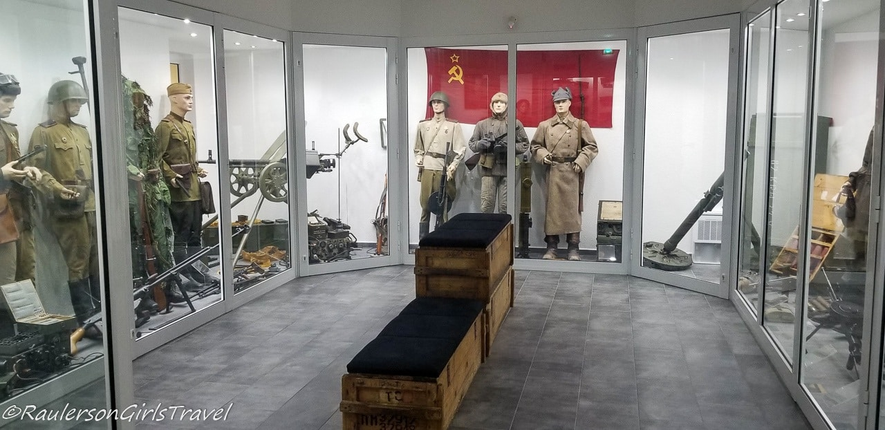 Soviet uniforms and weapons during World War 2