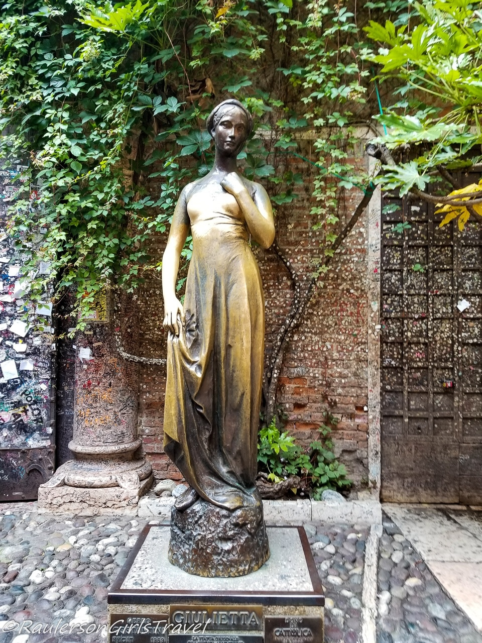 Juliet statue at Juliet's House in Verona - Things to do in Verona