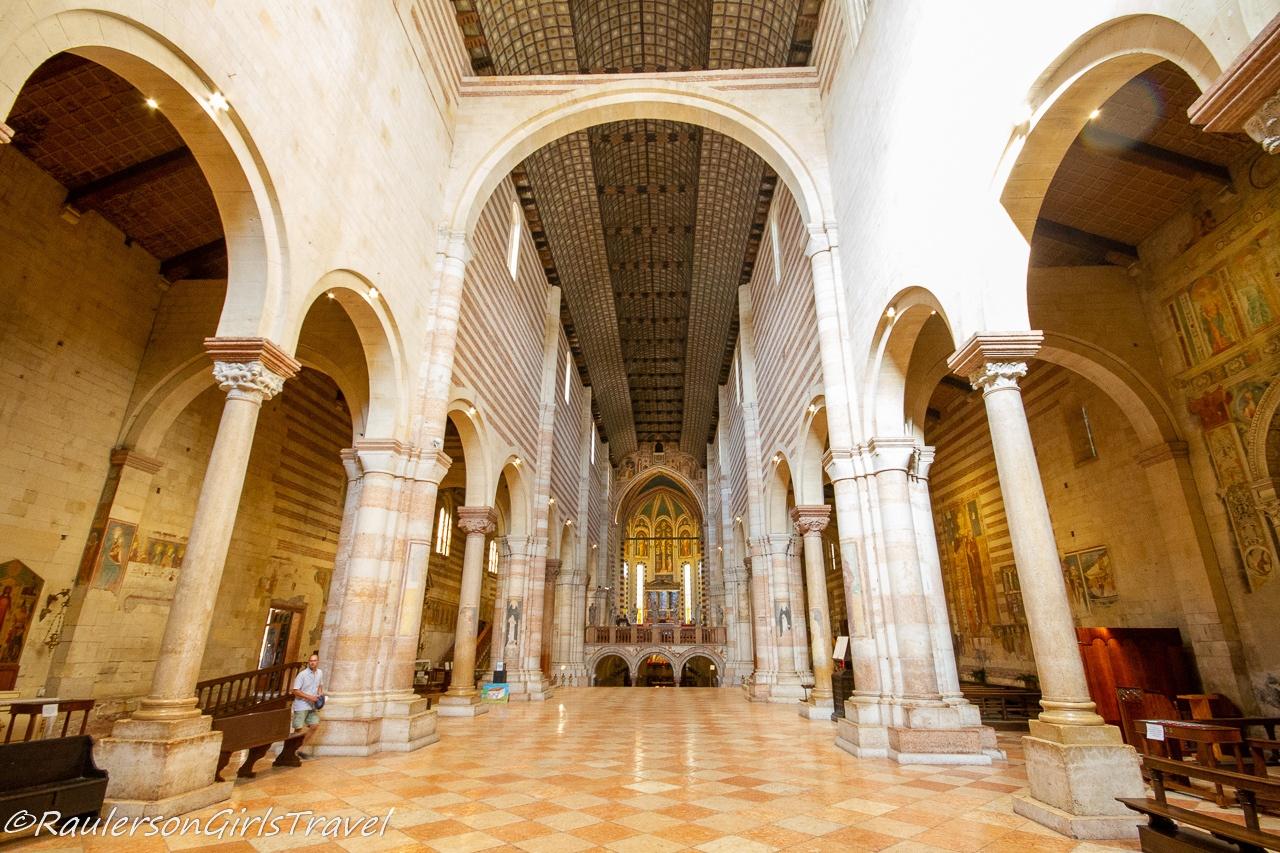 Looking toward the altar of the Basilica di San Zeno