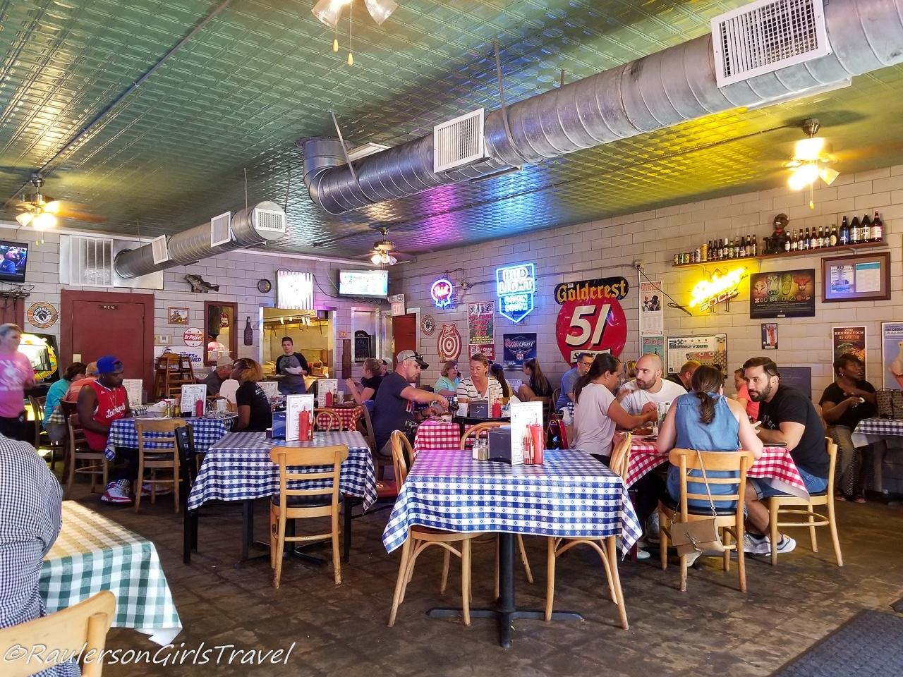 Gus's World Famous Fried Chicken - Memphis Restaurants