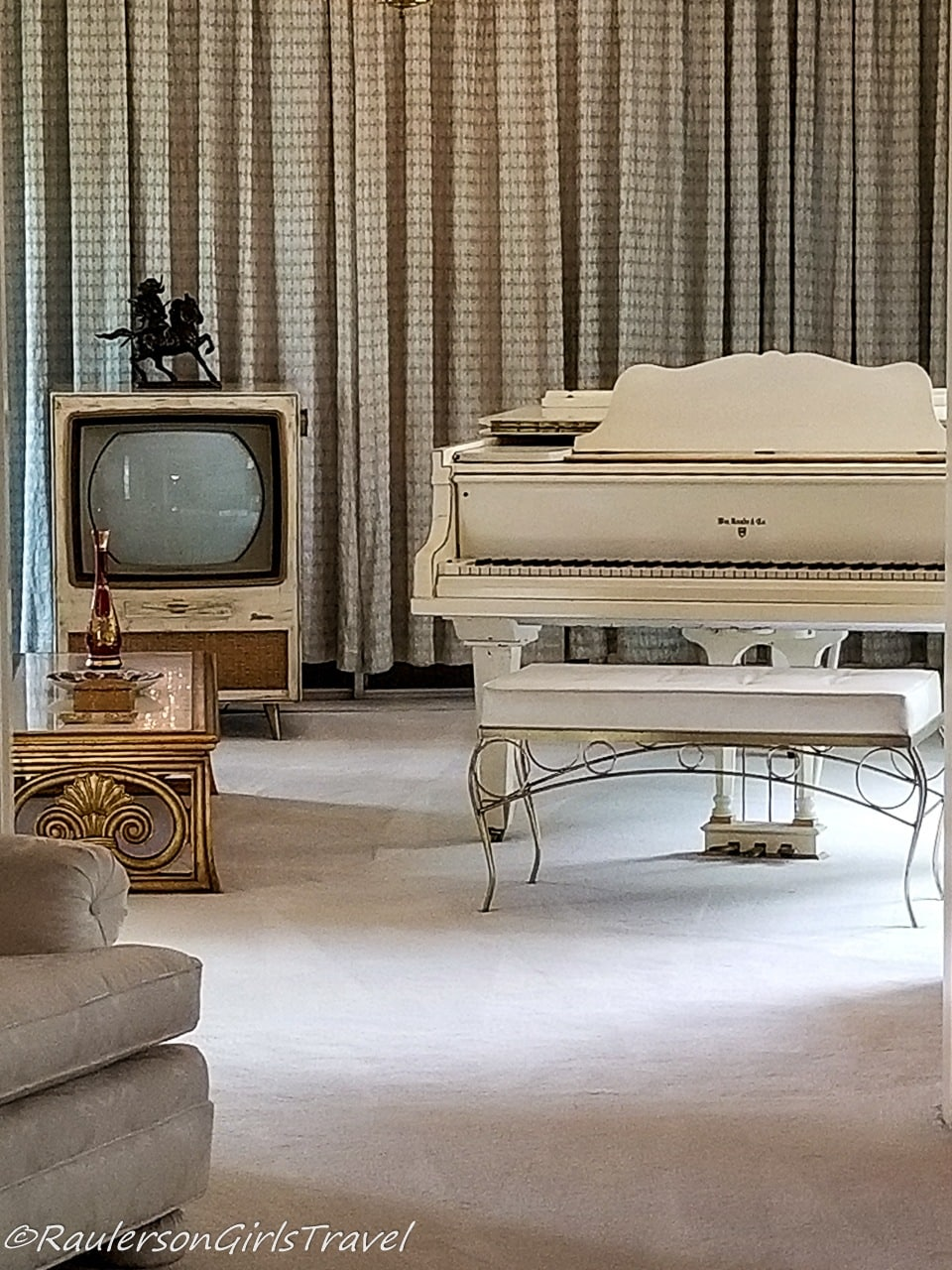 Piano and TV in Living Room at Graceland