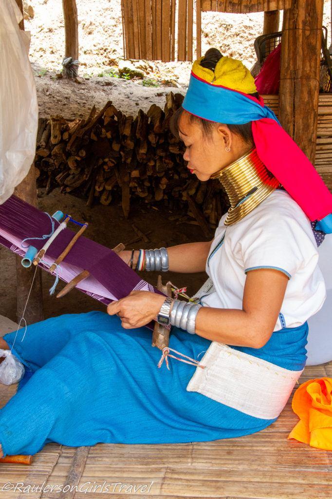 Kayan woman weaving scarf