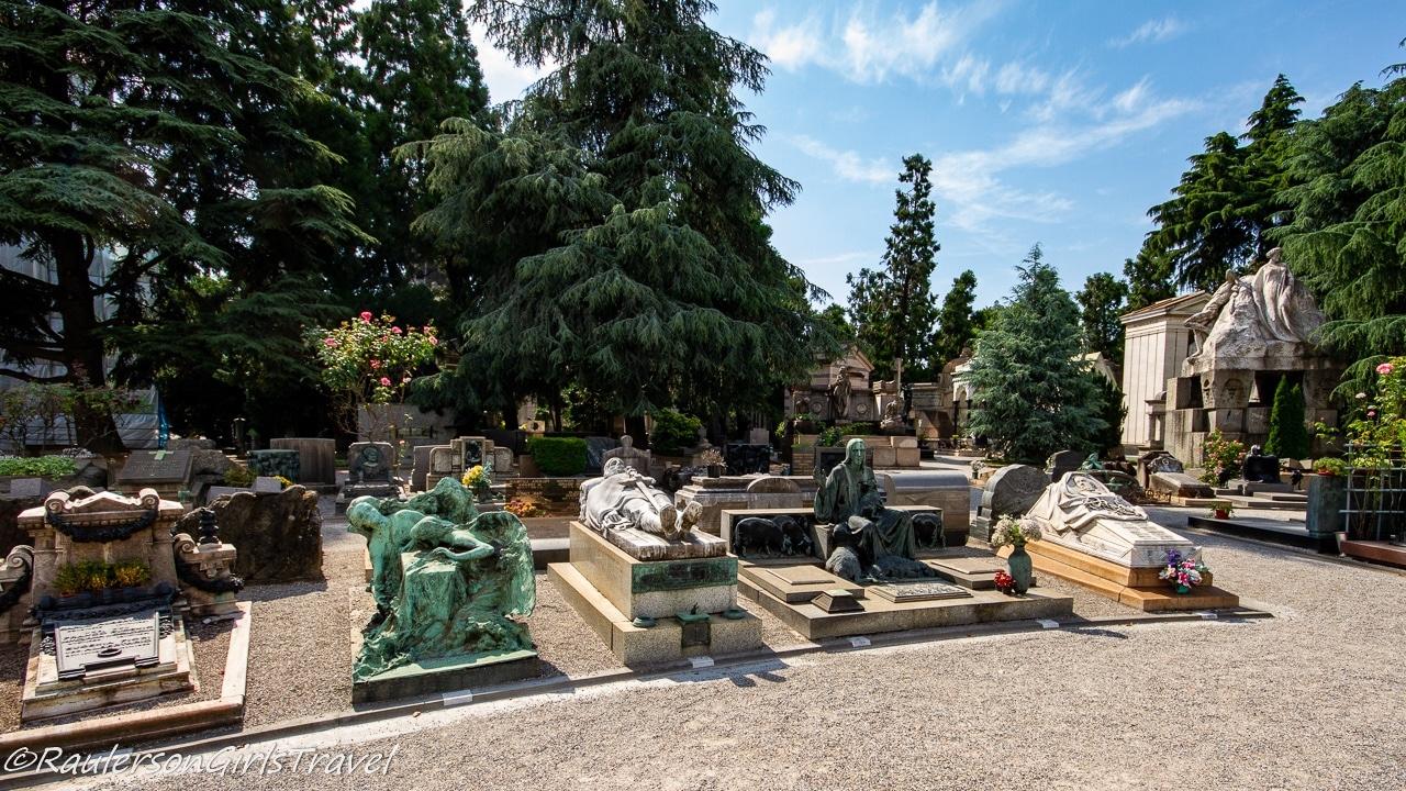 Sculptures on Graves in Cimitero Monumentale