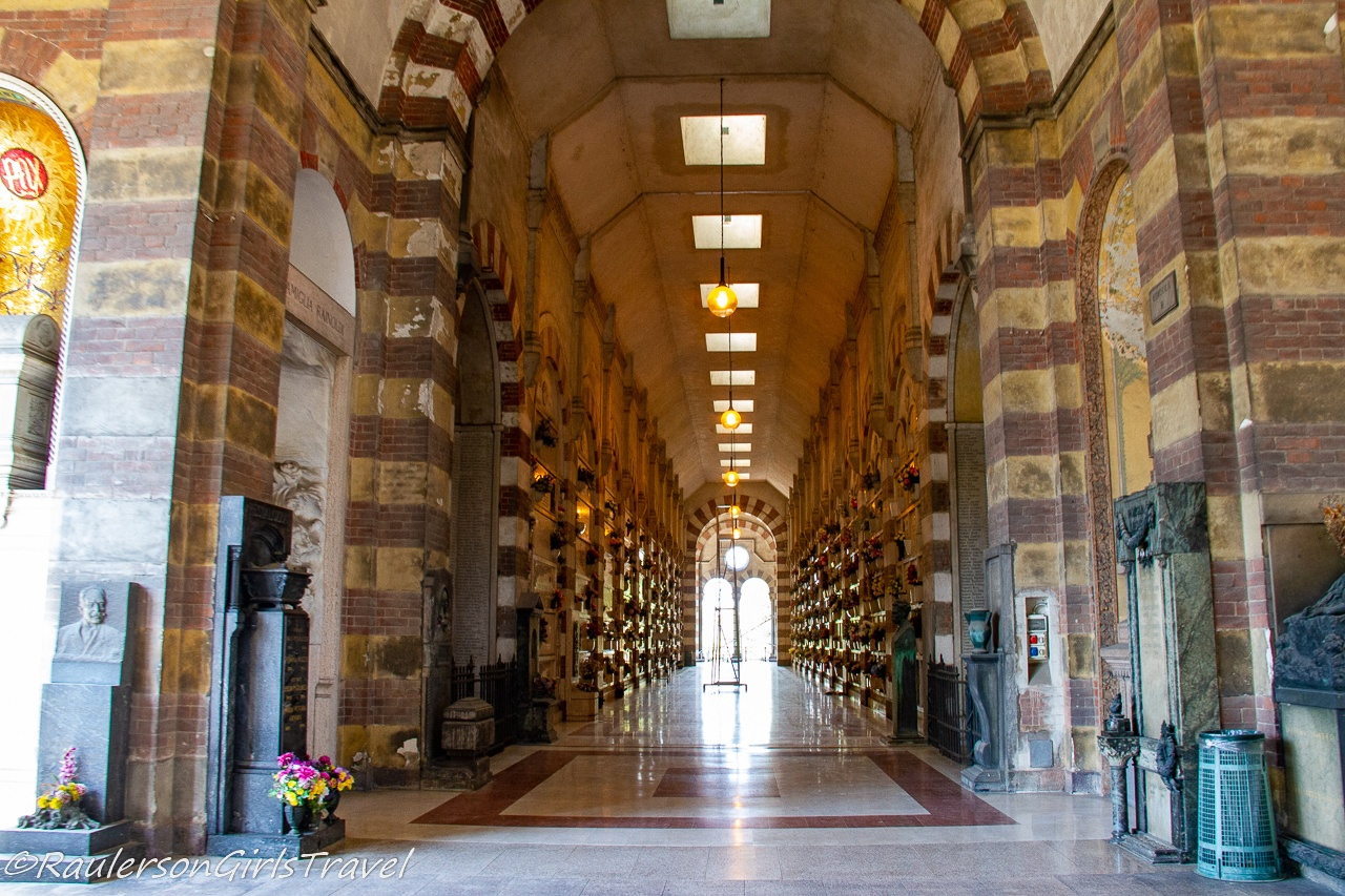 Hall of crypts in Famedio