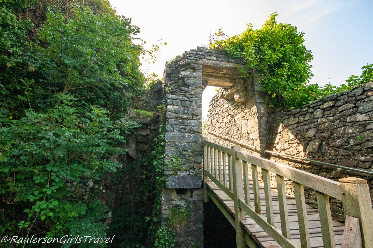 Walk to the Water Gate