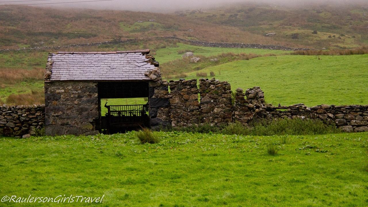 Stone hut and wall ruins