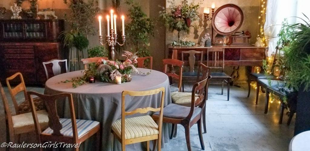 Dining area of Abgunste Manor