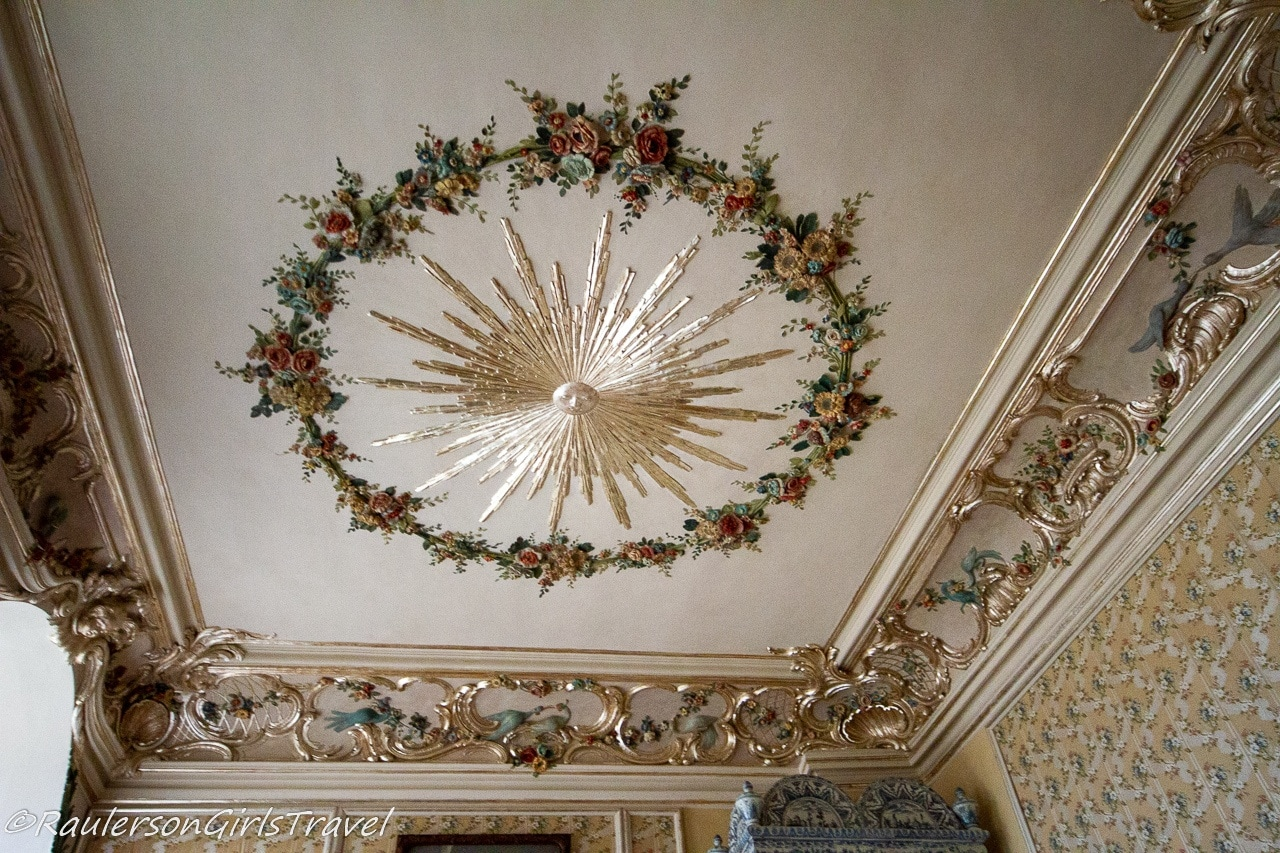 Art designed in the ceiling of the palace