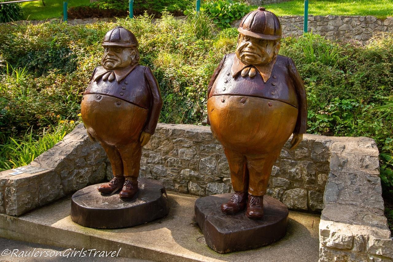 Tweedledee and Tweedledum statues