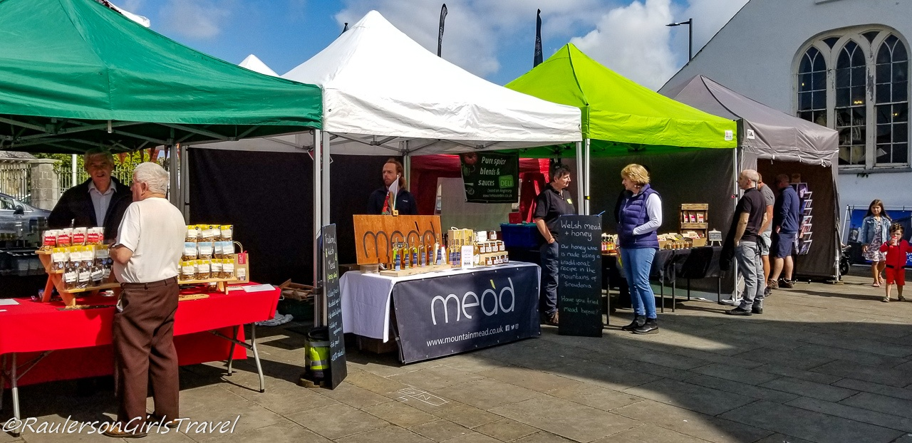 Market in the Beaumaris Town Square