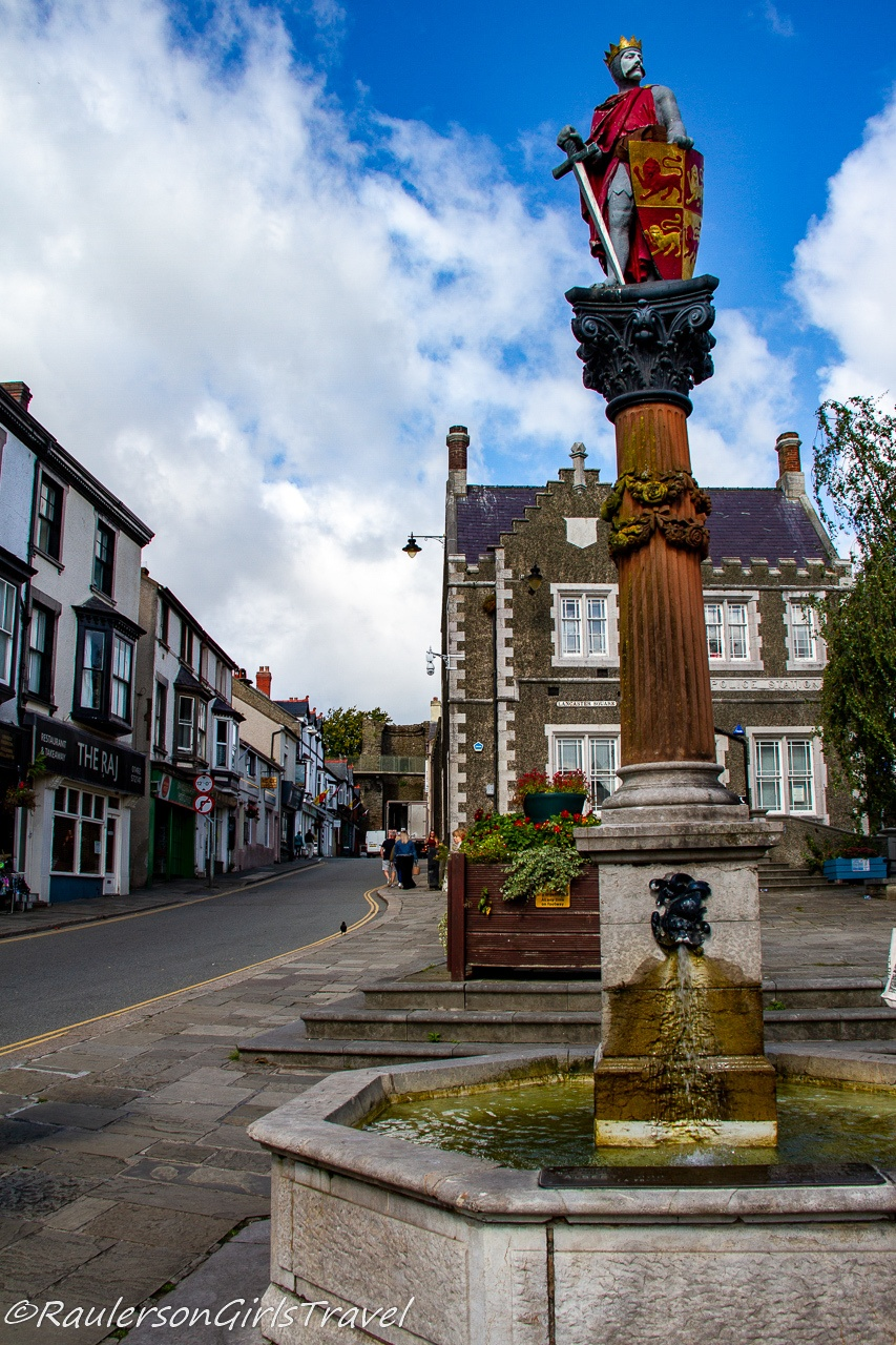 Lancaster Square and The Statue of Llewelyn