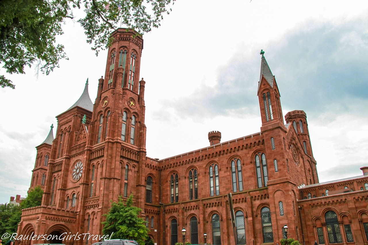 Smithsonian Castle - Virtual Museums