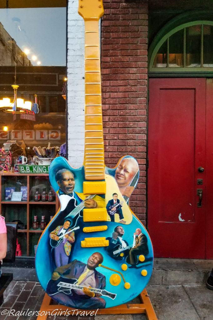 Guitar players on Big Guitar Art in Memphis