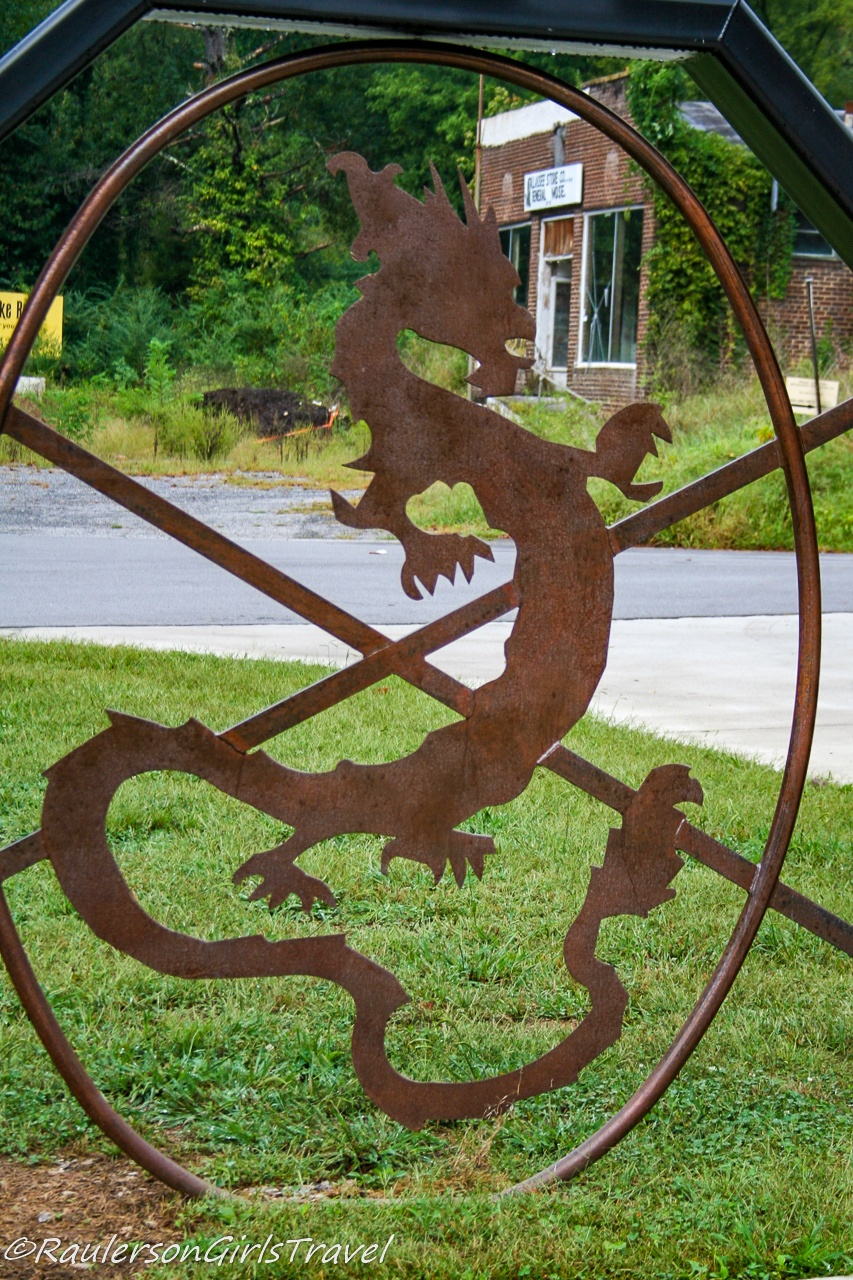 Metal sign for the Tail of the Dragon scenic road