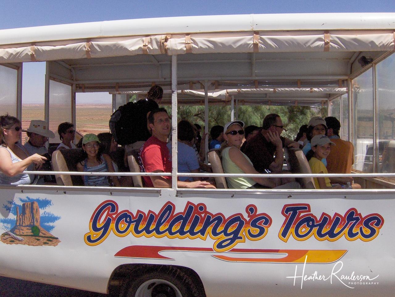 Goulding's Lodge Bus - Tour Monument Valley