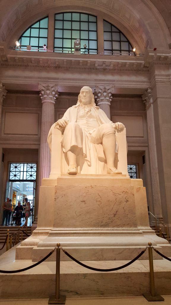 Benjamin Franklin statue in the entrance of the Franklin Institute