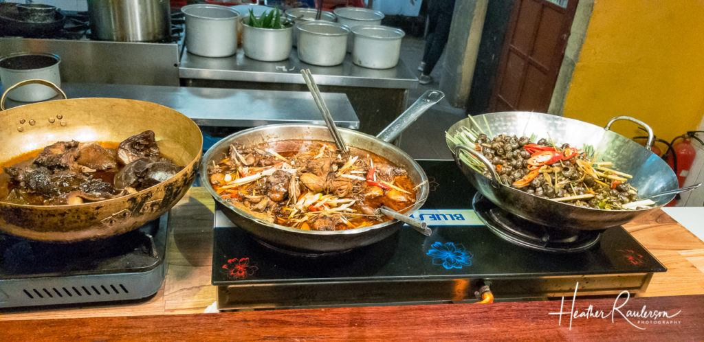 Weird Wonderful Food – Stewed Offal with 5 Spice, Stir-Fried Frogs, and Spicy Tiny Snails
